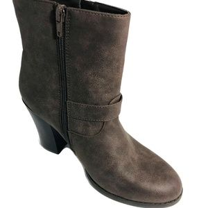 JUSTFAB | Size 9 Ankle High Brown Suede Booties